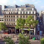 Вид из окна на Бульвар Монмартр