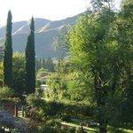 Una increíble vista de parte del inmenso jardín de la posada
