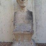 Uma escultura da parte externa
