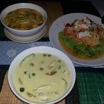 Green-Curry, Red-Curry und Seafood Salat.