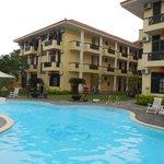 piscine vue sur l'hotel