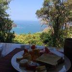 Frühstück mit Blick auf die Bucht
