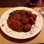 Polpettine di carne accompagnate da riso messicano e fagioli : buonissimo!
