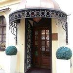 entrance to hotel louren