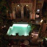 la piscina e la hall visti dal terrazzo