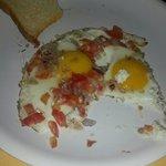 Завтрак, меня он устраивал, была еще местная кухня, но по вкусу не очень