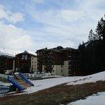Vue de l'hôtel en bout de pistes