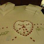 lit préparé pour la nuit