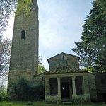 la facciata di Santa Pudenziana con la gigantesca torre campanaria