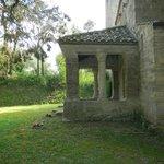 il piccolo  portico di fianco