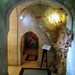 в церковных подземельях