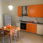 Cucina condivisa fra due camere