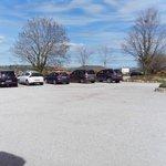 Amplio aparcamiento 1