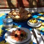 entrée, salade marocaine et les olives sont délicieuses
