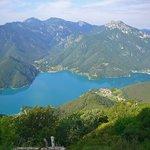 Il lago visto dalla valle di Dromaé