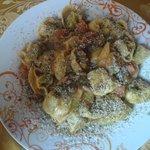 tortelli della casa (di ricotta e spinaci conditi con crema di zucca capperi pinoli ed erbette s