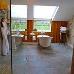 Bath/shower area