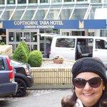 em frente ao Copthorne Tara Hotel, Londres