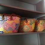 Des paniers en vente à la boutique du riad
