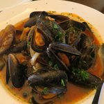Mussels in white wine with olives and tomato cream