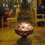 колоритный обогреватель - чаша с древесным углем.