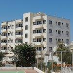 Апартаменты Флора (фото сделано от бассейна Антигони)