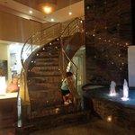 Zona del hall la fuente y escaleras