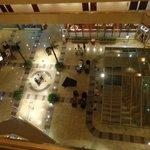 Vista desde el 5 piso al hall y bar del hotel