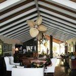 Shaw Park Beach Hotel: lobby area