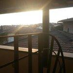 Vista sui tetti dalla loggia della mia camera