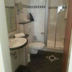 Bad, sehr sauber und grosse Dusche