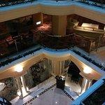 ホテル中央は吹き抜けになっております。