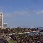 ミッドウエイ最上甲板から見たコロナド橋