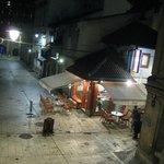 部屋から眺める夜の旧市街