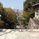 境内より望む松山の街。
