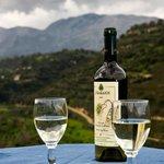 μια συννεφιασμένη μέρα και ένα τοπικό κρασί...