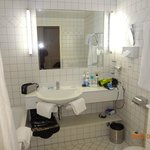 Amplo banheiro