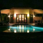 Bedouin Villa 31 - Pool bei Nacht