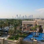 Blick vom Balkon der Arabian King Suite 633 Richtung Vorfahrt & Marina City