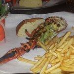 Assiette de demi homard avec frites et salade !