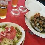 Salade jambon, fenouil. Céleri, olive verte, et pecorino. Assiette de coquillages