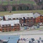 Blick vom Berg auf die Hotelanlage