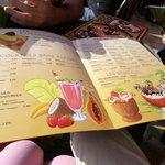 La carte des rafraichissements, glaces et cocktails Mmmmm...