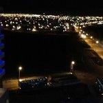 Vista de noche de Puerto Madryn desde la habitación