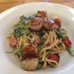 Linguine with scallops, spinach and cherry tomatos in a white wine creamy sauce