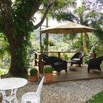Área de descanso no jardim, linda vista do deck