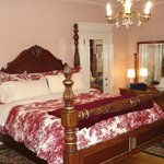 Gwendolyn Room -- King Size bed and balcony to Main Street
