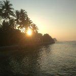 Sonnenaufgang beim Schwimmen im Meer