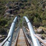 Puente para el cruce del río y seguir camino al balcón Sur