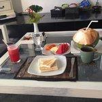 朝食(ココナッツはココマーケットで購入)